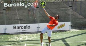 La primera jornada del VIII Open de Pádel Barceló Hotel Group llena las pistas del Club La Calzada